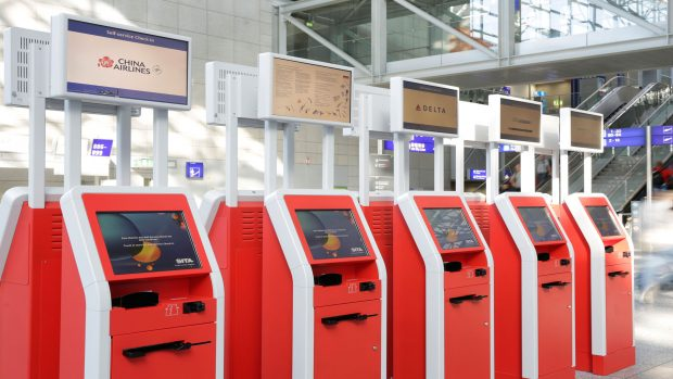 Check-in Automat rot Flughafen